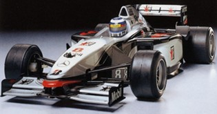 Tamiya 58235 Mclaren Mercedes MP4/13
